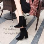 รองเท้าบูท สวยหรูดูดี หนังกลับหัวแหลม หุ้มข้อ แต่งซิปข้างสวมใส่ง่าย ด้านหลังแต่งเชือกผูกโบ ส้นสูง 3 นิ้ว ใส่แล้วอุ่นเท้ากำลังดี แมทกับชุด ไหนก็สวยมีสไตล์ สีดำ ครีม (A099)