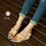 รองเท้าแฟชั่น แบบสวม ส้นเตารีด สวยเรียบหรู หนังอย่างดี คาดหน้า H สไตล์ แบรนด์ มีสายรัดข้อแบบเกี่ยว ปรับสั้น-ยาวได้ โทนสีเบสิคแมทซ์เข้าชุดง่าย ดูดี มาก สูง 2.5 นิ้ว สีครีม