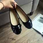รองเท้าคัทชู ทรงหัวมน สไตล์แบรนด์ H&M วัสดุหนังแก้วเงาสวยๆ หน้าโบว์หวานๆ แมทง่ายๆ กับทุกชุด งานรองเท้าปั๊มแบรนด์ H&M เรียบเก๋ ดูสุภาพ สีดำ แดง เทา