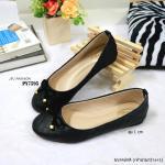 รองเท้าคัทชู สีดำ ส้นเตี้ย ทรงหัวมน สวยคลาสสิค วัสดุหนัง Pu ลายตาราง นิ่มมาก แต่งหน้าโบว์ห้อยอะไหล่ทอง ส้น 1 cm ใส่เดินสบายๆ แมทสวยได้ ทุกโอกาส (PY7595)