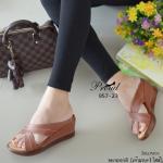 รองเท้าแฟชั่น ลำลอง ส้นมินิเตารีด เรียบเก๋ดูดี วัสดุพียู ดีเทลหน้าไขว้เก็บหน้าเท้า พื้นพียู น้ำหนักเบา ใส่กระชับ สวมสบาย แมทง่าย ใส่ได้ทุกโอกาส สูง 2.5 นิ้ว สีครีม น้ำตาล