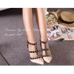 รองเท้าคัชชู VALENTINO Style Collection Rockstud heels ส้นสูง รัดข้อ หนังเงาอย่างดี สายรัดข้อเท้าดำ ตัดสีแต่งดีเทลหมุดทอง หรูเปรียวอย่างลงตัว งานสวยชนช้อป ส้นสูง 3 นิ้ว ใส่สวยเพรียว โดดเด่นเกินใคร