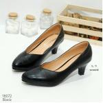 รองเท้าคัทชู สีดำ ส้นเตี้ย ทรงสุภาพ หัวแหลมหน้า V ทรงสวยเก็บเรียวเท้า วัสดุจากหนัง PU อย่างดี งานดี ทรงสวยเป๊ะ สูง 2.5 นิ้ว (18072)