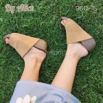 รองเท้าแฟชั่น แบบสวม แบบ hot hit คาดหน้าใหญ่เก็บเท้า บุหนังแบบชามัวร์ เรียบหรู ส้นสูง 2.5 นิ้ว เสริมหน้า 1 นิ้ว พื้นบุนุ่มสไตล์ ใส่สบาย แมทสวยได้ทุกชุด