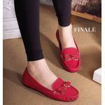 รองเท้าคัทชู ทรง loafer สวยน่ารัก หนังเนื้อทรายมีกริสเตอร์วิ้งๆ ด้านหน้าแต่งอะไหล่โบว์สวยหวาน น่ารักมากๆ งานเย็บอย่างดี พื้น ปุ่มๆ กันลื่น ใส่สบาย แมทได้ทุกชุด สีดำ ครีม เทา (FT-272)