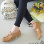 รองเท้าคัทชู ส้นเตี้ยใส่สบาย วัสดุหนังพียูแต่งลายเปีย ดีเทลหน้าคาดปรับระดับ ได้แบบเมจิกเทป พื้นส้นซิลิโคน น้ำหนักเบา ใส่กระชับ สวมสบาย แมทง่าย ใส่ ได้ทุกโอกาส สูง 2 เซน สีดำ แทน ขาว