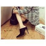 รองเท้าคัชชู Mules Prada Style ดีไซน์สุดเก๋ ส้นสูงแบบสวมหัวแหลม ปิดหน้าเท้า บุผ้ากำมะหยี่เนื้อเนียน สวยหรู ขับผิว ส้นสูงประมาณ 4 นิ้ว ใส่สวยเปรี้ยวโดดเด่นเกินใคร