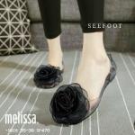 รองเท้าคัทชู ส้นแบน สไตล์ Melissa ซิลิโคนใสนิ่ม สวยเก๋นำสมัยด้วยการ แต่งผ้าดอกไม้ใหญ่ ทนน้ำ ทนฝน เดินสบาย สวมใส่สะดวก น่ารักมาก สีดำ (SF470)