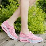 รองเท้าผ้าใบแฟชั่น ดีไซน์สวยเก๋ด้วยซีทรูด้านข้าง ทำจากวัสดุผ้าตาข่ายอย่างดี ชนิดน้ำหนักเบาพิเศษ ระบายอากาศได้ดี ใส่แล้วสวยเก๋ไม่ซ้ำใคร สวยมากๆ สูงหน้า 2.5 ซม. , ส้นสูง 4.5 ซม.