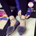รองเท้าคัทชู หัวแหลม หรูหราน่ารัก ผ้าสักหลาด แต่งเฟอร์ขนนุ่มมาก แบบสวยเก๋ สายรัดข้อยางยึด รอยลูกปัด รมดำ งานสวยเริ่ด สีดำ เทา