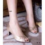 รองเท้าคัทชู ทรงหัวแหลม หน้าไขว้ วัสดุผ้าเมทัลลิค แบบสวยเรียบหรู สวมใส่ กระชับเท้า ใส่ทำงาน ใส่เที่ยวได้ สูง 2.5 นิ้ว สีทอง ดำ