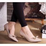 """รองเท้าคัทชู ทรงหัวแหลม PRADA Style ส้น mid heels ส้นไม่สูงมากใส่สบายเท้า วัสดุหนังอย่างดี แต่อะไหล่โบว์เก๋ๆ ดูดี ตามสไตล์แบรนด์ เพิ่มความดูดีด้วยส้นทอง ใส่สวย นิ่มสบายเท้า ดูเท้าเรียวเล็ก สูง 2"""""""