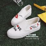 รองเท้าผ้าใบแบบไร้เชือก ทรง slip on สไตล์เกาหลีแบรนด์ DD & OO วัสดุผ้า พื้นนิ่มมาก ใส่สบาย รุ่นสกรีนลาย Love You ดูแลรักษาง่าย ส้นยาง สูง 1 นิ้ว พื้นตีแบรนด์ เหมือนรูปเป๊ะ นำเข้าโดยตรง แนวสตรีท แมทสไตล์ไหนก็ชิค