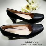 รองเท้าคัทชู สีดำ เรียบเก๋ หน้ากว้างไม่บีบเท้า หนังนิ่ม พื้นบุนวม เย็บโค้ง เข้ารูป เสริมนวมกันกัดเพิ่มที่ข้อเท้า ใส่สบายมาก เก็บทรง ส้นตัด ใส่สวย เดินง่าย สูง 2.5 นิ้ว (SF530)