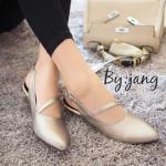 รองเท้าคัทชู ส้นเตี้ย ทรงหัวแหลม ดีไซน์สายคาดหน้าเท้า เพิ่มความหรูดูดี สวมใส่ง่าย แมทได้ทุกชุด สีทอง