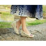 รองเท้าคัทชู ส้นเตารีด สวยหวานวินเทจ ผ้าแคนวาสปักลายดอกไม้สวยละเอียด พื้นยางอย่างดีไม่ลื่น เก๋และน่ารักมาก แมทได้ทุกชุด สีม่วง เบจ น้ำเงิน ครีม