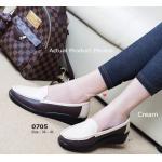รองเท้าคัทชู ทรง loafer งานเพื่อสุขภาพดีไซน์เรียบเก๋ ด้วยการเย็บหนัง 2 สี ต่อเข้าด้วยกันไม่เหมือนใคร หนังอ่อนนุ่ม พื้นยาง 2 นิ้ว นุ่มยืดหยุ่นดัดโค้งได้ แบบสุภาพและใส่ได้นาน ใส่สบายถนอมสุขภาพเท้า สีดำ น้ำตาล ครีม