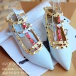 รองเท้าคัทชู สไตล์ Valentino ส้นแบน รุ่น 3 tone งานหายาก งานจริงสวยมาก ลูกค้าประทับใจสุดๆ 2 สายเกี่ยว ด้านหน้าทรงวี ตามแบบต้นฉบับ ใส่แล้วขาเรียว วัสดุ PU หนังนิ่ม สีด้าน ออกพาสเทล ว่างหมุดงานละเอียด เรียบร้อย ตัวอะไหล่ อย่างดี ชุปโครเมียมสีทอง เงาสวยหรู ต