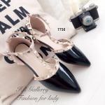 รองเท้าคัทชู ส้นแบน Style Valentino วัสดุหนังแก้วนิ่มสายคาด T-Strap รัดข้อตะขอเกี่ยว เพิ่มดีเทลประดับอะไหล่หมุดทองงานตอกอย่างดี ส้นหนา 1 ซม. ใส่สวยและดูมีรสนิยมที่สุด สีดำ ครีม (7750)