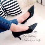 รองเท้าคัทชู สีดำ ส้นเตี้ย สวยเก๋ หนังซัฟฟิโนอย่างดีต่อขอบหนังด้าน แต่งเส้นเมทัลสีเงินรอบเก๋มาก ส้นสูง 2 นิ้ว ด้านในซับกำมะหยี่นิ่มใส่ สบายเท้า ทรงสวย งานสวยไม่ได้ทุกชุด (2391)
