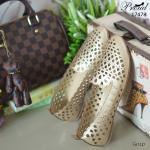 รองเท้าคัทชู ส้นเตี้ย สวยเก๋ วัสดุหนังพียูเนื้อนิ้มฉลุลาย น้ำหนักเบาสบาย ใส่ได้ทุกวัย แมทง่ายทุกชุด สูง 1 เซน สีทอง ดำ ครีม (17478)
