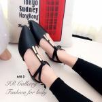รองเท้าคัทชู สีดำ ส้นแบน รัดส้น สวยเก๋ หนังพียูนิ่มคุณภาพพรีเมี่ยม แต่ง อะไหล่ทองด้านหน้า รัดส้นสาย 2 เส้นเก๋ๆ ทรงสวยใส่แล้วรับเท้า แมทได้ ทุกชุด (668-D)