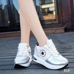 รองเท้าผ้าใบแฟชั่นแบบเสริมส้น ไอเทมสุดฮิต ตัดเย็บจากหนัง PU อย่างดี แต่งลายดาวด้านข้าง ดีไซน์เก๋ๆ ผสมผสานกับลุคสปอร์ตๆ สวมใส่เบาสบาย สวยทนทานคุ้มค่ามากๆ สูงหน้า 2.8 ซม. , ส้นสูง 4.5 ซม.