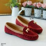 รองเท้าคัทชู loafer ใส่สบาย สี Two Tone วัสดุหนังกลับกำมะหยี่สุดฮิต แต่งอะไหล่โบว์เล็กๆ สีทองน่ารัก ใส่สวยสบายได้ทุกโอกาส สีดำ แดง แทน