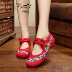 รองเท้าผ้าปักลายจีน ปักลวดลายดอกไม้สวยงาม ด้านหลังไม่มีขอบสูง ส้นสูงเพียง 1 นิ้ว พื้นด้านในซับฟองน้ำ ด้านนอกเป็นผ้าทอแน่นเนื้อดี มีรัดข้อกลัดกระดุมจีนที่ด้านบน ใส่ สบาย แมทสวยได้ไม่เหมือนใคร
