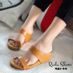 รองเท้าแฟชั่น แบบสวมลำลอง เน้นเดินง่าย ใส่สบาย วัสดุหนังคาดหน้า เท้า 2 ตอน เก็บทรงเท้า พื้นบุนวม เย็บตะเข็บหนา รองรับน้ำหนักได้ดี ใส่ชิวไม่ปวดเท้า เข้ากับทุกฤดู