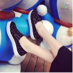 รองเท้าผ้าใบ ทรง slip on สวยน่ารัก หนังสักหลาดนิ่ม พื้นยางสไตล์เกาหลี แต่งพลอยเทียมหลากสีสันสดใส เย็บขอบแบบสวย พื้นทอดซักได้ ใส่แมท ทุกสไตล์ สีดำ (B09)
