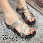 รองเท้าแตะ สไตลำลอง เพื่อสุขภาพ พื้นคอมฟอตนุ่ม แบบสวมสวยหรู แต่งสายคาด เฉียง สวมใส่ง่าย ใส่ได้ทุกวัน สูง 1.5 นิ้ว สีเทา ทอง