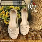 รองเท้าคัทชู ส้นเตี้ย สไตล์เกาหลี หน้าสานสวยเก๋ วัสดุทำจากหนังนิ่มมาก ๆ ทรงรับกับหน้าเท้าได้ดี ทรงสวย ใส่เดินสบาย พื้นนิ่มอัดฟองน้ำ พื้นยางอย่างดี ไม่ลื่น แบบใส่ง่ายสบาย