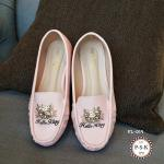 รองเท้าคัทชูน่ารัก ทรง loafer หนังสีชมพู Hello Kitty ติดอะไหล่เพชรรูปหน้าคิตตี้ ด้านหน้า ใส่สบาย น่ารักสุดๆ