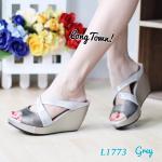 รองเท้าแฟชั่น แบบสวม ดีไซน์ไขว้ด้านหน้าดูเท้าเพรียว สลับสีสวยเก๋ ส้นเตารีดสูง 3 นิ้ว เสริมหน้าใส่สบาย