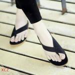รองเท้าแตะ หูหนีบสไตล์ลำลอง แบบเก๋สุดๆ หุ้มปิดด้านข้างดูเท้าเรียวกระชับ ทรงสวย ไม่มีเอาท์แน่นอน พื้นนุ่มหนังนิ่ม ใส่สบายแมทง่าย เหมาะกับวันสบายๆ ได้ทุกวัน
