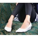 รองเท้าคัทชู สวยเก๋ ทรงสวย งานหนังพียูแต่งทรงเว้าข้าง ทรงหัวแหลม ดีไซน์เรียบเก๋ ดูดี ใส่ทำงาน ใส่เรียนก็ได้ ส้นสูง 1.5 นิ้ว สีดำ ขาว