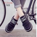 รองเท้าผ้าใบ สุดเก๋ หนัง PU นิ่ม แต่งคาดด้านหน้าและเชือกผูกเก๋ๆ บุผ้าในนุ่ม พื้นรับน้ำหนักดี ใส่เที่ยวในวันชิวๆ สวยเก๋ได้ทุกชุด สีดำ เทา สูง 1 นิ้ว (921)
