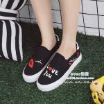 รองเท้าผ้าใบ แบบไร้เชือก ทรง slip on สไตล์เกาหลีแบรนด์ DD & OO วัสดุผ้า พื้นนิ่มมาก ใส่สบาย รุ่นสกรีนลาย Love You สวยเท่ห์ ดูแลรักษาง่าย ส้นยาง สูง 1 นิ้ว พื้นตีแบรนด์ เหมือนรูปเป๊ะ นำเข้าโดยตรง โดนใจสาวแนวสตรีท