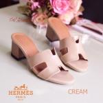 รองเท้าแฟชั่น ส้นสูงตัน ทรงสวม style HERMES ส้นปั้มลายไม้สวยมาก งานดี หนังนิ่มไม่บาดเท้า ใส่สวยเก๋มีสไตล์ได้ทุกวัน ไม่มีเอาท์ สูง 2 นิ้ว สีดำ ครีม ขาว (H22-01)