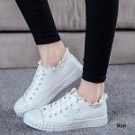รองเท้าผ้าใบแฟชั่น สไตล์ลำลอง วัสดุทำจากผ้าใบอย่างดี ดีไซน์สวยเก๋อินเทรนด์ แต่งดาวด้านข้าง มีความยืดหยุ่น สวมใส่สบายสุด ๆ สูงหน้า 2.8 ซม. สูงหลัง 2.8 ซม.
