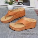 รองเท้าแฟชั่น ลำลอง แบบคีบ พื้นนุ่ม ทำจากหนังนิ่ม ทรงสวย เรียบเก๋ สวมใส่ง่าย นิ่มสบาย ใส่ชิวๆ ได้เรื่อยๆ สูง 2 นิ้ว สีดำ น้ำตาล แดง