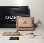กระเป๋า Chanel ทรงหมอน 10 x 7 นิ้ว ซิปทองเปิดข้าง ปากกระเป๋า ล็อคแม่เหล็ก ด้านในบุด้วยผ้าอย่างดี มาพร้อมสายสะพายยาว ถอดได้ การ์ดและถุงผ้า