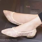 รองเท้าคัทชู ส้นแบน สวยหวานหรูหรา สไตล์ Valentino Rockstud Lace flat Shoes งานผ้าลูกไม้ลายหวานดูคลาสสิค มีความนุ่มต่อผิวเท้า แต่งหมุด ตอกผสมผสานความอ่อนหวานและความเป็นแฟชั่น แมทสวยมีสไตล์ได้ทุก ชุด สีครีม ดำ ชมพู (BB7643)