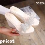 รองเท้าแฟชั่น แบบสวม ส้นเตารีด ดีไซน์สวยหวานน่ารัก คาดหน้าพลาสติกใสนิ่ม อย่างดี แต่งโบว์น่ารัก พื้นหุ้มหนังเงาสวยลงตัว สูง 4 นิ้ว เสริมหน้า 1.5 นิ้ว ใส่สบาย แมทสวยได้ทุกชุด