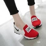 รองเท้าผ้าใบแฟชั่น Love ทรง slip on ทรงสวย ลายเก๋ เพรียวกระชับ เสริมส้น เล็กน้อยกำลังดี พื้นหนายึดเกาะได้ดีมาก สูงหน้า 1.5 ซม. , ส้นสูง 2.5 ซม.