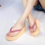 รองเท้าแตะ พื้นหนาน่ารัก สไตล์ชิลๆ พื้นโฟมเบา หูหนีบถักเปียแต่งลายดอก ใส่ สบาย ไปได้ทุกที่ สูง 2.5 นิ้ว
