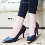 รองเท้าคัทชู Mid Heel Shoes ส้นสูง เรียบหรูดูมีระดับสไตล์แบรนด์ดัง ทรงหัวแหลมแต่งโลหะทองตรงปลายด้านหน้า ความสูงประมาณ 3.5 นิ้ว วัสดุเป็นหนัง Safiano ที่มีความคลาสสิคบนลายหนัง งานสวย สวมแล้ว ดูดีกับทุกชุด ใส่ทำงานหรือใส่ออกงานก็ดูดี สีครีม ดำ (FH162)