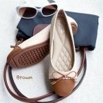 รองเท้าคัทชู ส้นแบน ทรงหัวกลม ตัดสีพาสเทล ผูกโบว์เชือก ติดอะไหล่ ปลายโบว์ น่ารักสุดๆ พื้นด้านในบุฟองน้ำหนานุ่มมาก แมทได้ทุกชุด สีดำ ครีม ตาล ชมพู