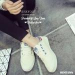 รองเท้าผ้าใบแฟชั่น สวยเท่ห์ แต่งขอบ พื้นยางอย่างดีกันลื้น ให้สัมผัสนุ่ม ยืดหยุ่นได้ดี ใส่สวย กระชับ จะใส่ชิวหรือเดินลุย ได้ตลอด สีขาว ดำ